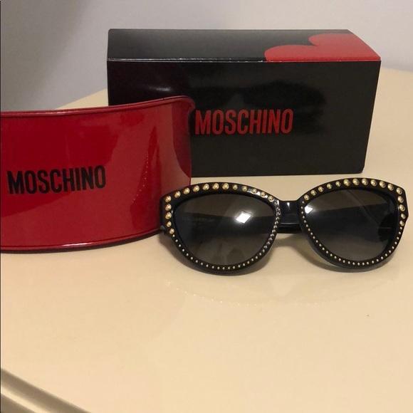 Moschino Accessories - New! Host pick Moschino Studded Cat Eye Sunglasses